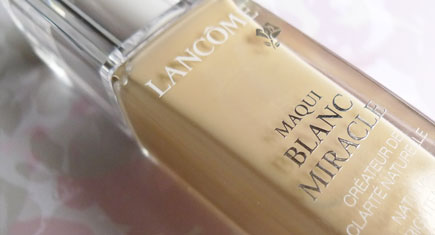 Lancome-Maqui-Blanc-Miracle-Natural-Brightening-Creator-Liquid-Foundation-SPF-26_Featured