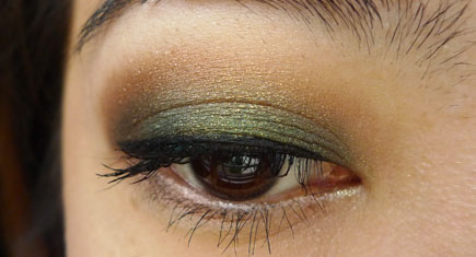 LOreal-Color-Infallible-Eyeshadow-Emerald-Green-Review,-Swatches_Featured