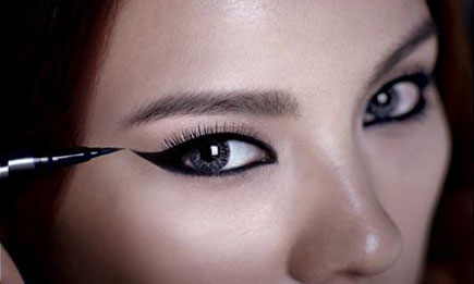 Clio-Professional-Waterproof-Brush-Liner-Kill-Black-Review,-Swatches_Featured