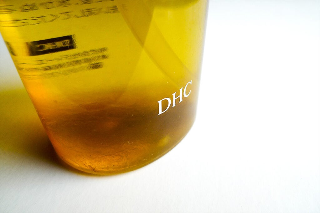 dhc cleansing oil turns brown at the bottom
