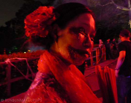 Halloween-Zombie-Nurse-Costume-Makeup-28
