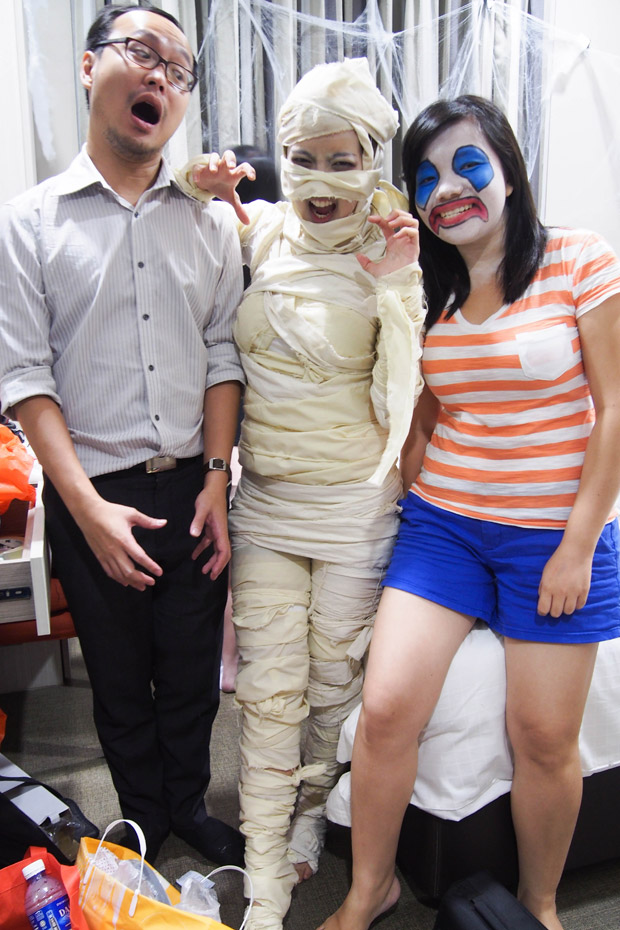 Halloween-Mummy-Makeup-Costume_Behind-the-scenes-Philips-Visapure-video_15