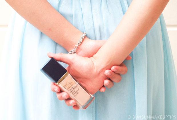 Estee-Lauder-Futurist-Aqua-Brilliance-Foundation-Review_12