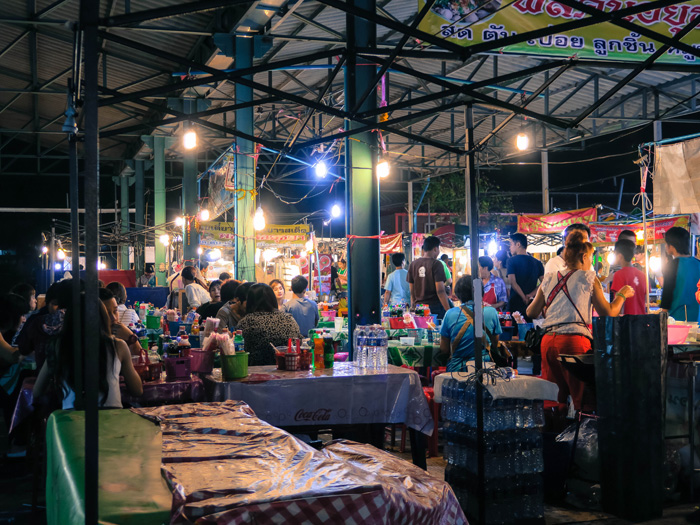 Talat-Rod-Fai-Vintage-Night-Train-Market_50