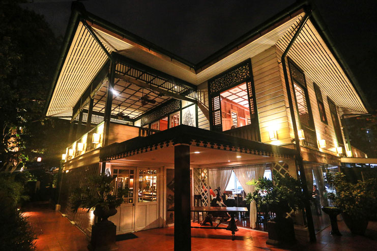 Things-To-Do-In-Davao_White-House-Fusion-Cuisine-and-Wine-Lounge