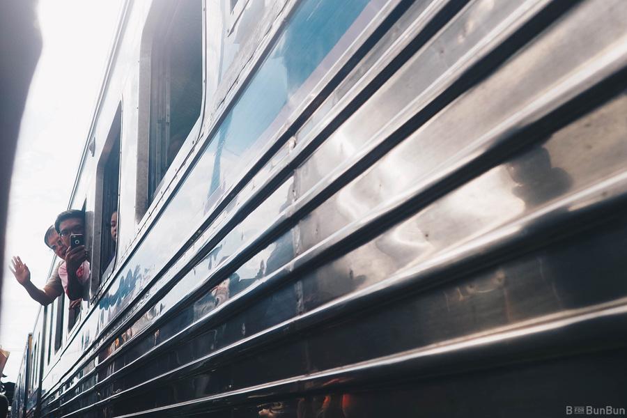 maeklong-railway-market-train-schedule_10