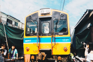 maeklong-railway-market-train-schedule_11