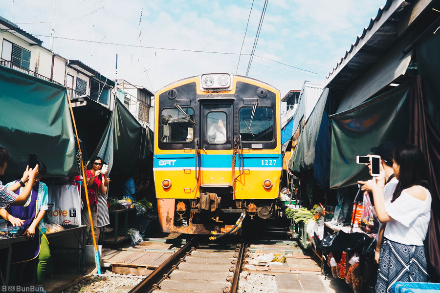maeklong-railway-market-train-schedule_12