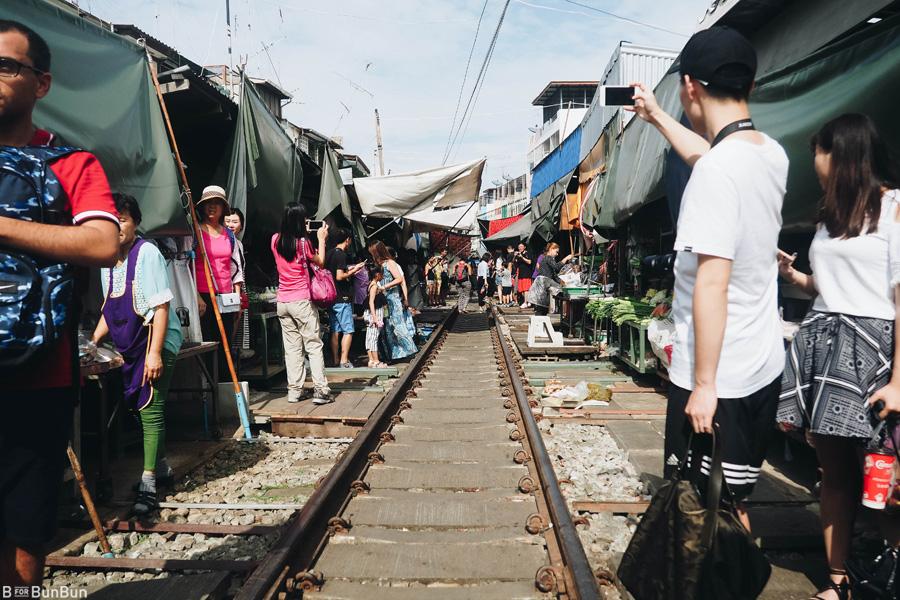 maeklong-railway-market-train-schedule_9