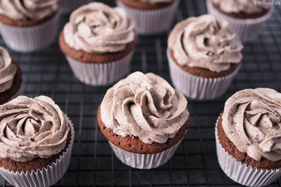 Cookies-Cream-Cupcake-With-Oreo-Cream-Frosting_3