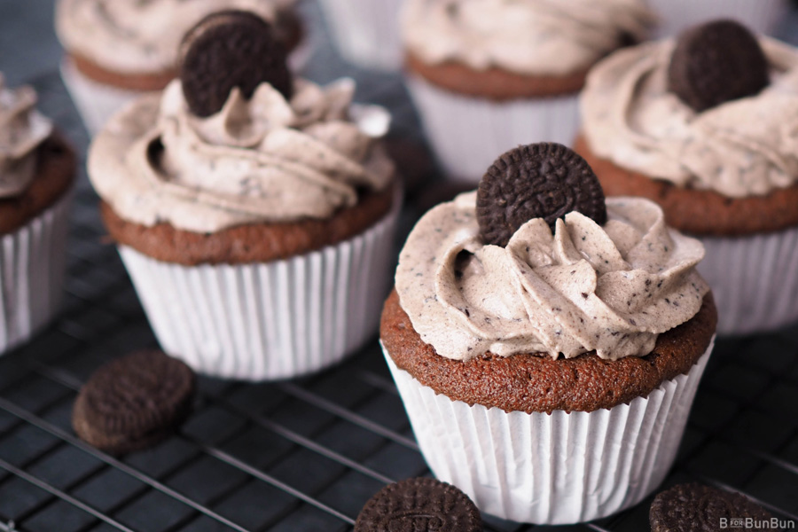Cookies-Cream-Cupcake-With-Oreo-Cream-Frosting_4