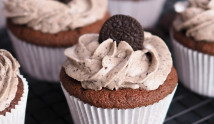Cookies-Cream-Cupcake-With-Oreo-Cream-Frosting_banner2000x600_v2