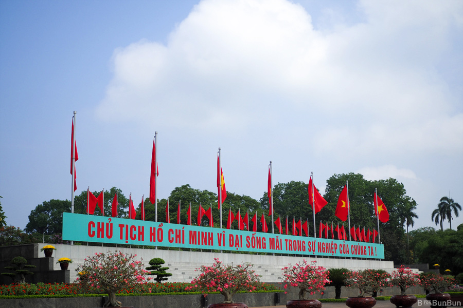 Hanoi-City-Tour-Ho-Chi-Minh-Mausoleum_6