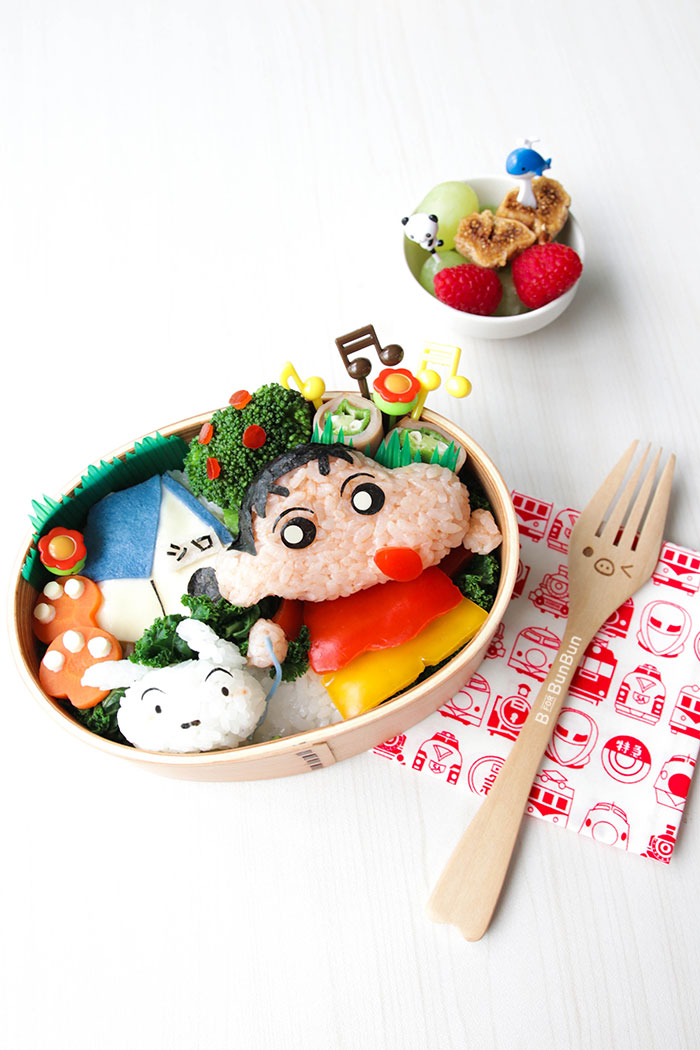 Make a healthy and colorful bento lunch to make eating nutritious food fun for your child! The young at heart will love it too! Full tutorial on: BforBunBun.com #foodart #lunchboxidea #healthyeating