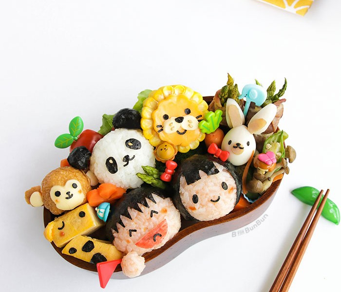 A bento lunchbox filled with cute zoo animals, all made from food. It's a feast for the eyes and tummy! | BforBunBun.com #healthy #lunchbox #kidslunch